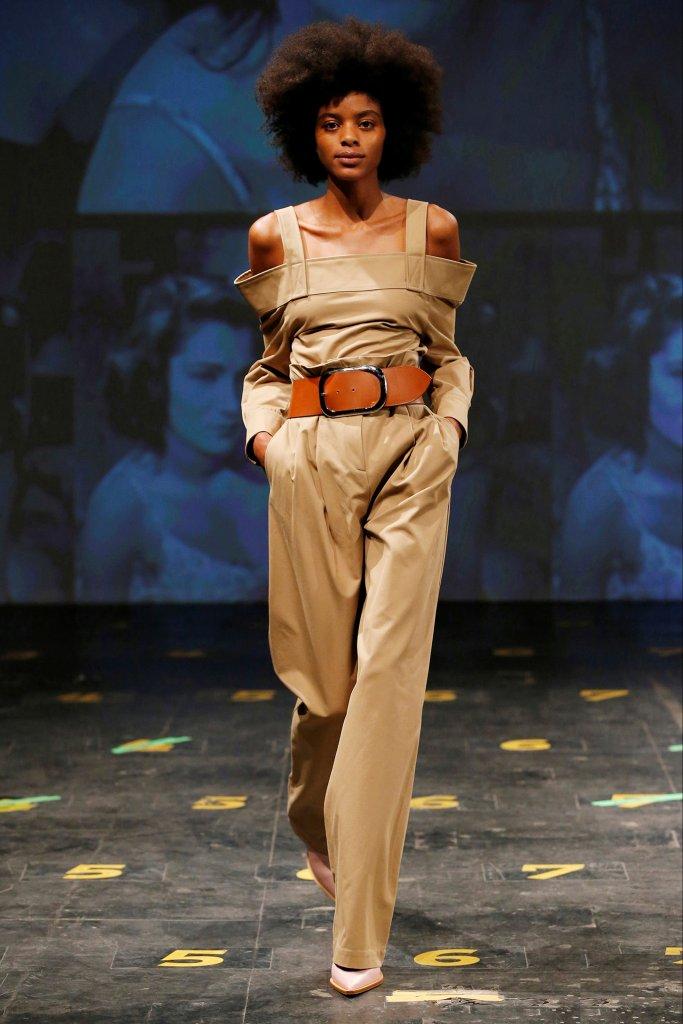 女室军装_女性化军装主义-军装风 Military-天天时装-口袋里的时尚指南