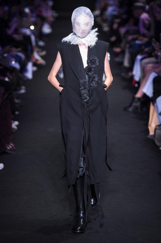 安·迪穆拉米斯特 Ann Demeulemeester 2019春夏高级成衣发布秀 - Paris Spring 2019