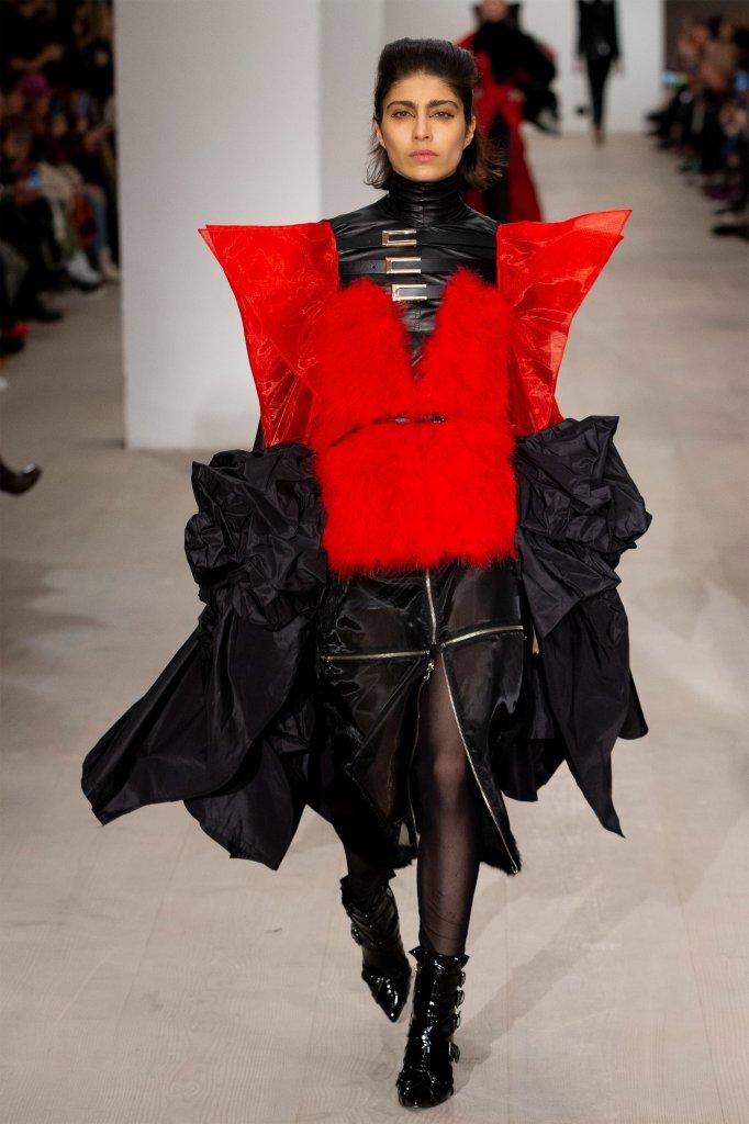 英国 走秀(Runway) 2020/21秋冬 女装 小黑裙 装饰上衣