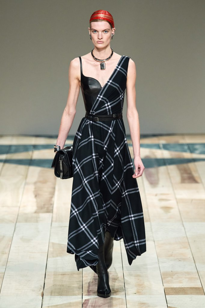 亚历山大·麦昆 Alexander McQueen 2020/21秋冬高级成衣秀 - Paris Fall 2020